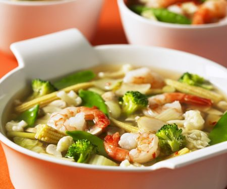 Gemüse-Garnelen-Suppe auf Thai-Art
