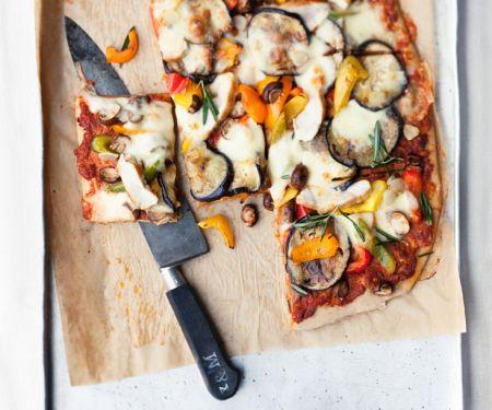 Gemüse-Pizza mit Hähnchen