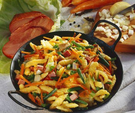 Gemüse-Putenpfanne mit Spätzle