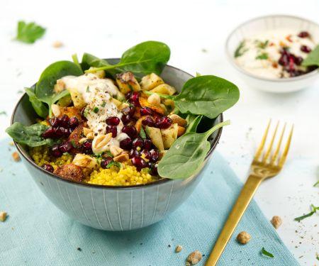 Gemüse-Quinoa-Bowl mit Erdnuss-Dip