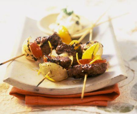 Gemüse-Straußenfleisch-Spieße