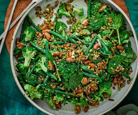 Gemüsesalat mit Bohnen, Brokkoli und Spinat