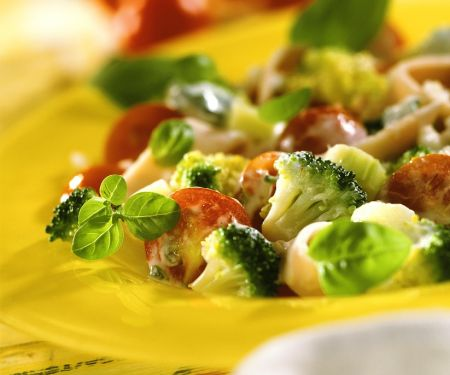 Gemüsesalat mit geräucherter Putenbrust