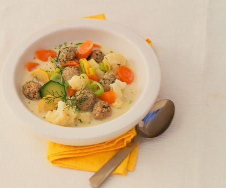 Gemüsesuppe mit Hackbällchen