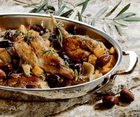 Geschmortes Kaninchen mit Oliven und Rosmarin