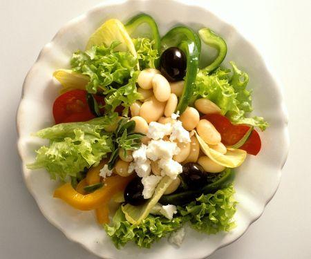 Griechischer Salat mit dicken Bohnen