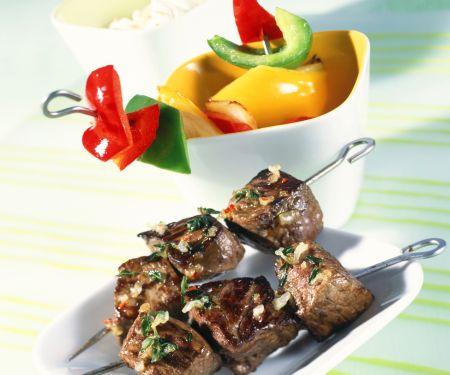 Grillspieße mit Fleisch und Paprika