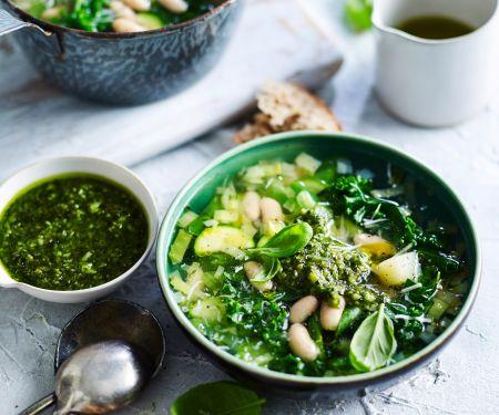 Grüne Minestrone mit Pesto