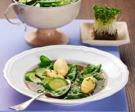 Grüne Suppe mit Safran-Schwemmklößchen