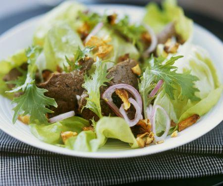 Grüner Salat mit Rind