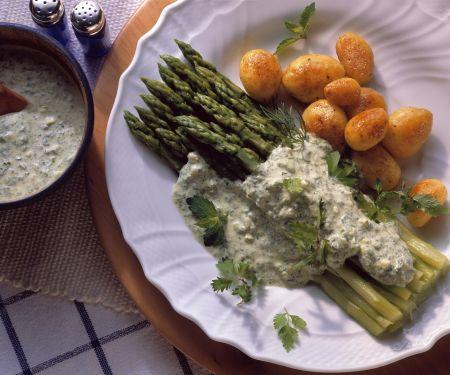 Grüner Spargel mit Kräutersoße und Kartoffeln