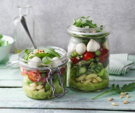 Grüner Spargel-Nudel-Salat im Glas