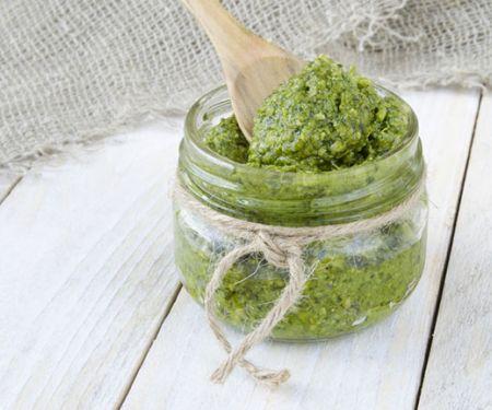 Grünes Spargelpesto