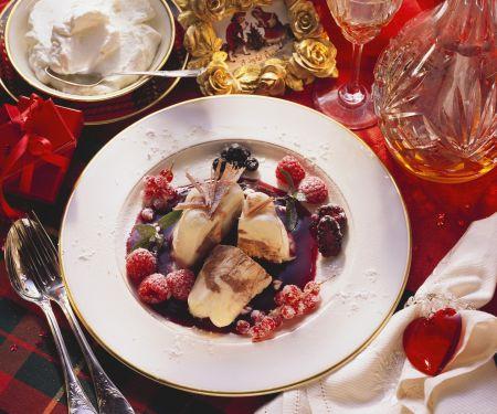 Gugelhupf-Eis mit Beeren