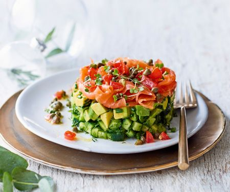 Gurken-Avocado-Tatar mit Räucherlachs