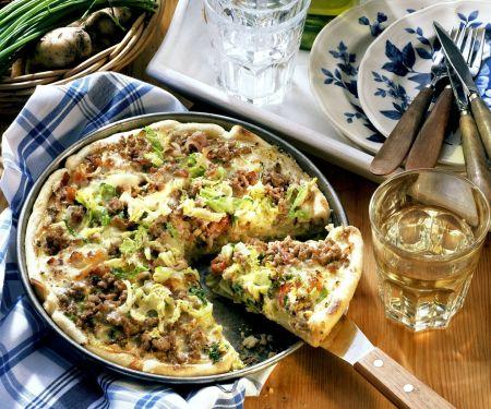 Hackfleisch-Wirsing-Kuchen mit Kartoffeln und Speck