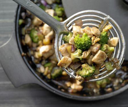 Hähnchen und Brokkoli aus dem Wok
