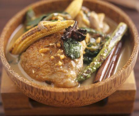 Hähnchen mit Erdnusssoße und Gemüse