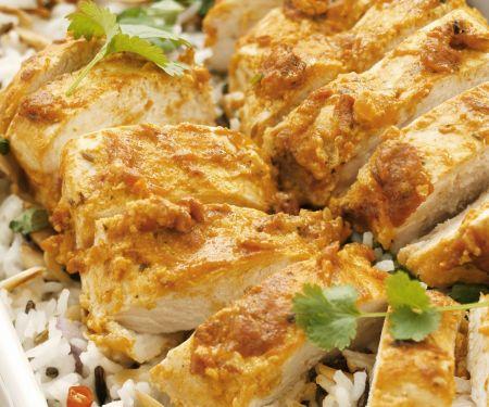 Hähnchen mit Joghurt-Currysoße und Reis