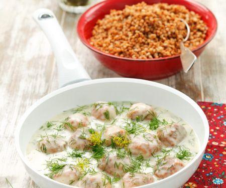 Hähnchenbällchen in cremiger Sauce mit Buchweizen