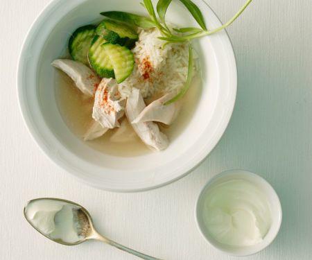 Hähnchenfleisch mit Zucchini und Reisbeilage