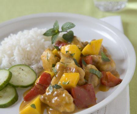 Hähnchenragout mit Mango dazu Reis und Gurke