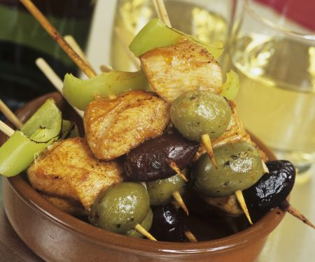 Hähnchenspieße mit Oliven