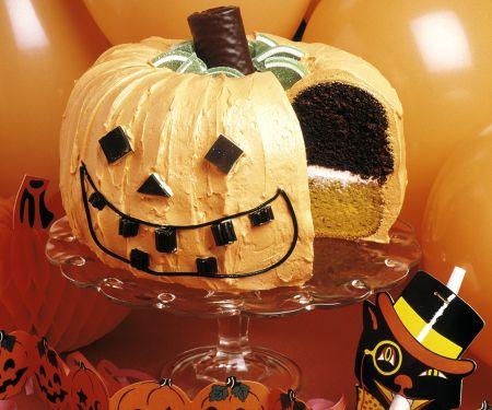 Halloween-Kürbis-Schichttorte