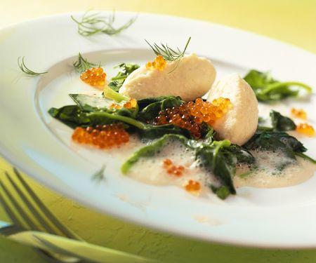 Hechtnocken mit Sahnesauce und Spinat