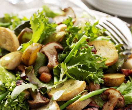 Herbstsalat mit gebratenen Pilzen
