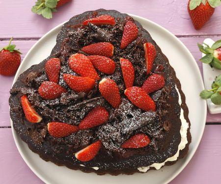 Herz-Schokokuchen mit Erdbeeren