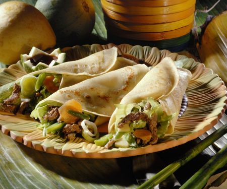 Herzhafte Crêpes mit Fleisch, Bohnen und Bambus