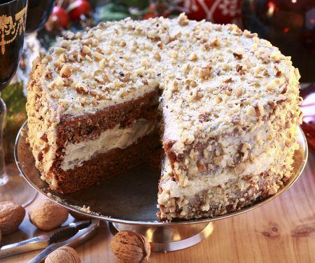 Honig-Nuss-Torte, angeschnitten