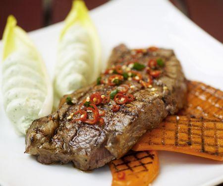 Steak und Kürbis vom Grill mit Avocadocreme
