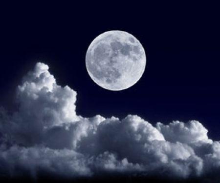 Abnehmen mit dem Mond – für viele Menschen klingt das nach Hokuspokus.
