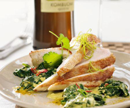 Ingwer-Hähnchenbrust mit Curry-Kombucha-Spinat