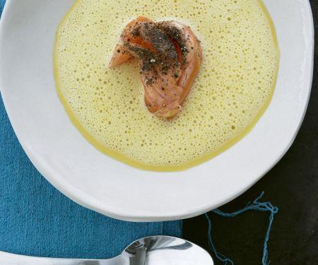 Ingwer-Karotten-Suppe mit gepfeffertem Lachs