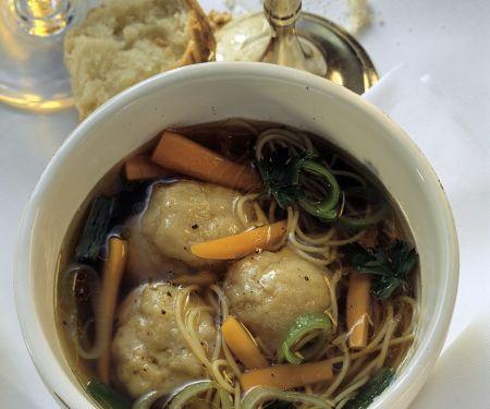 Jüdische Suppe mit Matzeknödel