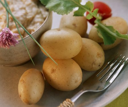 Junge Kartoffeln mit bayerischem Käsedip (Obatzta)