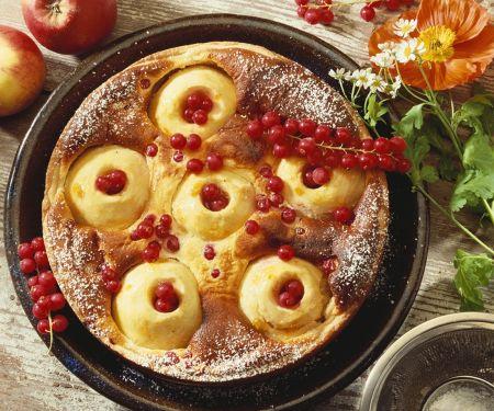 Käse-Apfelkuchen mit Johannisbeeren