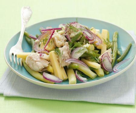 Käse-Bohnen-Salat mit Zwiebeln und Makrele