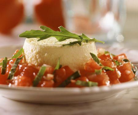 Käse-Flan mit Tomaten-Rucola-Salat