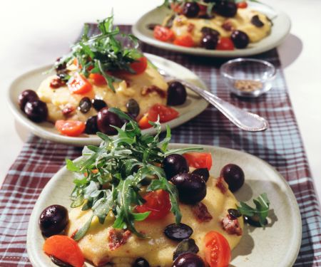 Käse-Polenta mit mediterranem Salat
