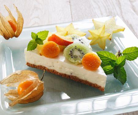 Käsekuchen mit exotischen Früchten