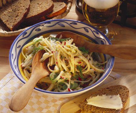 Käsesalat mit Frühlingszwiebeln und Radieschen