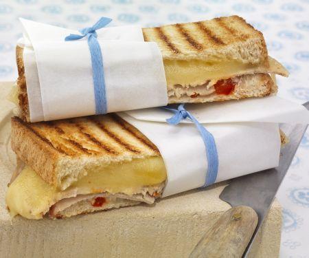 Käsesandwichs mit kaltem Braten