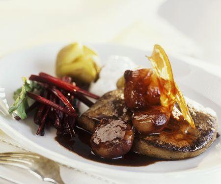 Kalbsleber mit Schalottensoße, Rotwein und gebratenem Pancetta