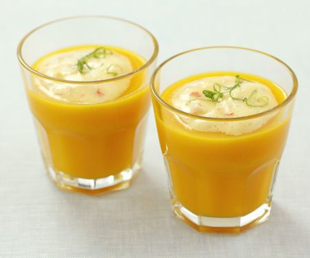 Kalte Karottensuppe mit cremigem Surimi