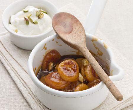 Karamell-Aprikosen mit Pistazienjoghurt