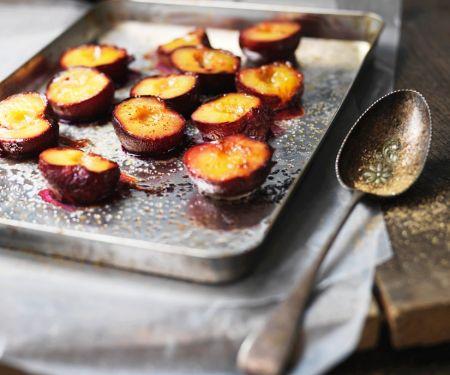 Karamell-Pflaumen aus dem Ofen